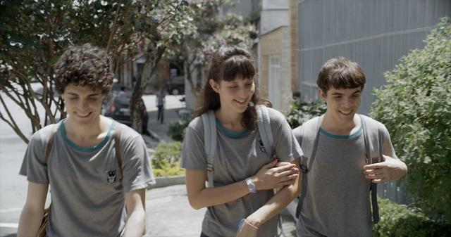 O trio: Gabriel (Fabio Audi), Giovana (Tess Amorim) e Leonardo (Guilherme Lobo)