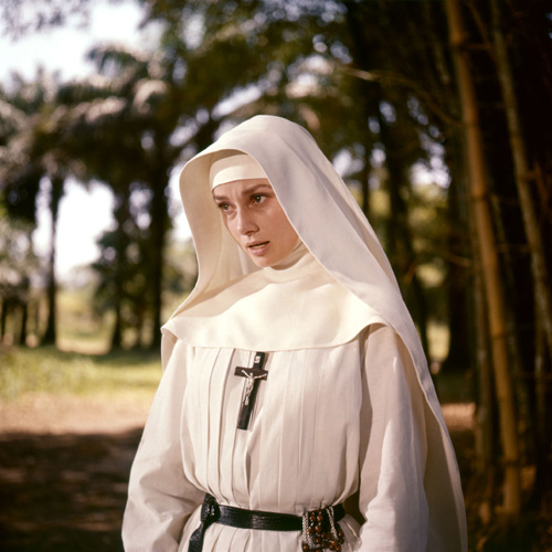 01_0008_hepburn_the_nuns_story_nun_set