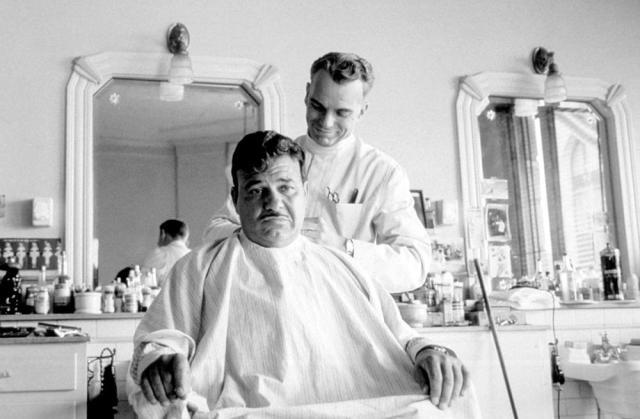 Billy Bob Thornton como o barbeiro de O Homem que Não Estava Lá