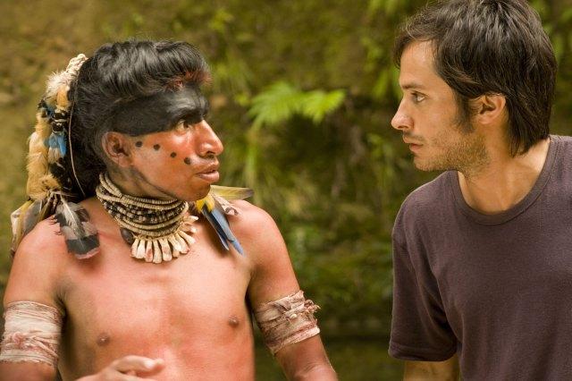 Sebastián (Gael García Bernal) dirige Daniel (Juan Carlos Aduviri), personagem crucial e líder da revolta popular.