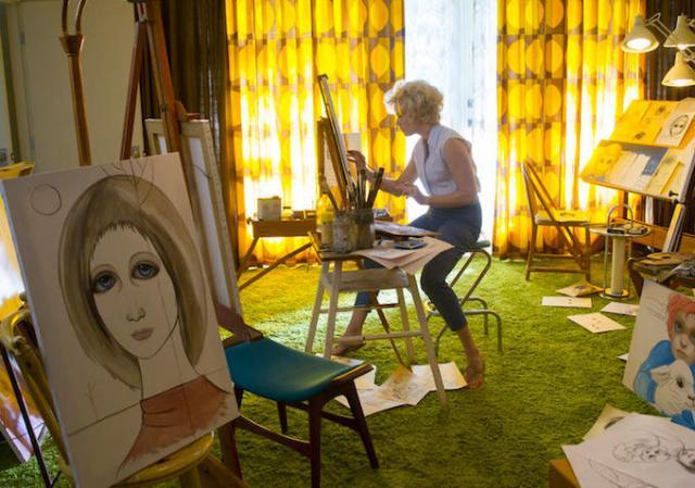 Margaret trancada em um quarto pintando