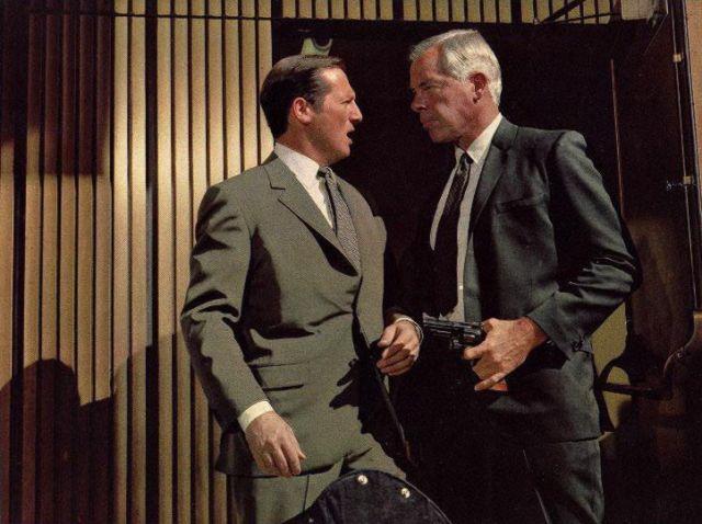 Lee Marvin, à direita, em À Queima-Roupa