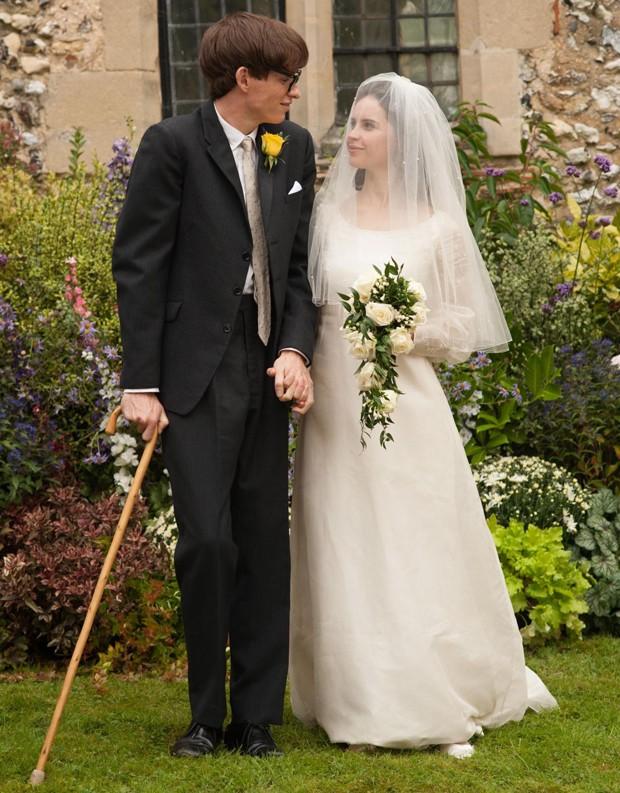 Eddie Redmayne e Felicity Jones como Stephen Hawking e Jane Wilde