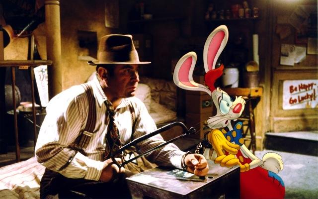 Bob Hoskins e Charles Fleischer (voz de Roger Rabbit) em cena de Uma Cilada para Roger Rabbit