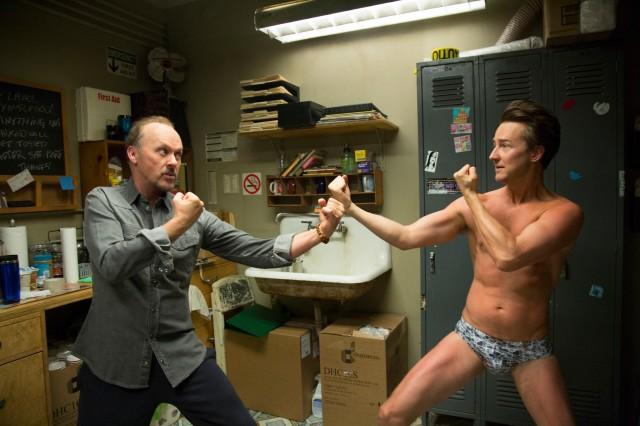 Michael Keaton e Edward Norton em cena de Birdman